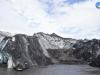 Los restos de ceniza que dejó el volcán sobre el glaciar